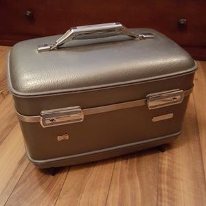 Vintage American Tourist Carry On